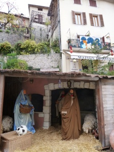 Tha large crèche at the foot of the old village, I was surprised to discover the cat was real!