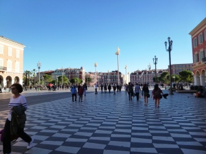 The funky new illuminated sculpture columns on Place Massena, wonderful bird dropping magnets...