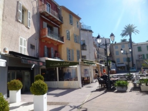 Luxury stores on Place de la Garonne