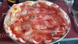 The Autunno pizza with speck, porcini and brie, fabulous!