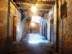 Get lost in the medieval rue Obscure